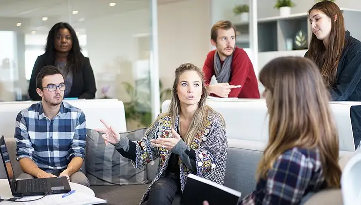 Berkomunikasi dengan Pelanggan Lama dan Pelanggan Baru