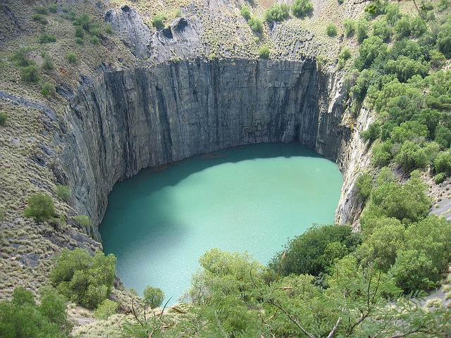 The Big Hole, South africa, Travel, Tourism, Tourist attractions, Falls, National Parks, Water, River, Mountains, Seas, beaches, seashore,