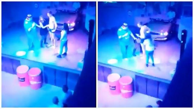 Студентка из Томска сделала минет на сцене ради бесплатных коктейлей (видео)