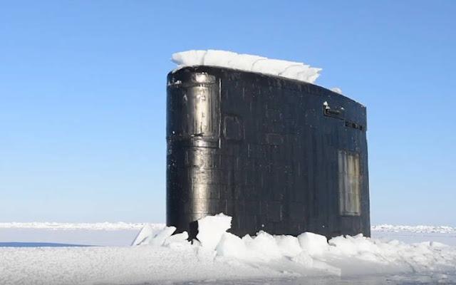 Εντυπωσιακές εικόνες από ανάδυση υποβρυχίου μέσα από τους πάγους (βίντεο)