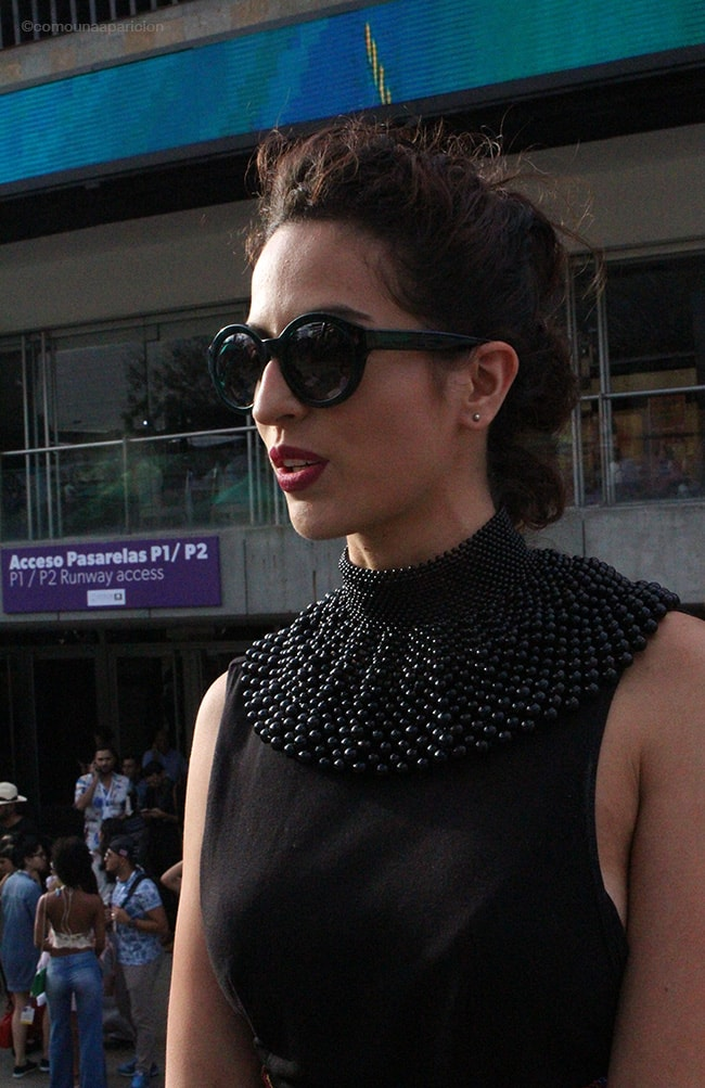 como-una-aparición-street-style-women-fashion-necklace-black-sunglasses-accesories-moda-street-looks-moda-en-la-calle-colombiamoda
