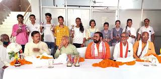 #JaunpurLive : विधायक ने ओमेगा पब्लिक स्कूल के टॉपर छात्रों को किया सम्मानित