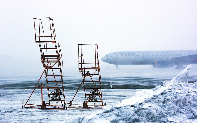 snowy-airplane