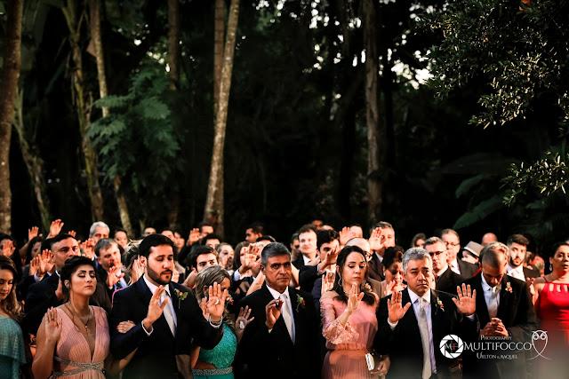 Sítio Geranium, Hyathama Pires, Multifocco, Leilah Cerqueira, casamento a céu aberto, casamento rústico, boho, decoração de casamento, decoração colorida, fotos românticas, foto com madrinhas, madrinhas iguais, Foto com padrinhos, noiva, noivo, benção