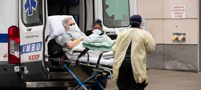 Un paciente llega al hospital Mount Sinai de Nueva York. UN Photo/Evan Schneider