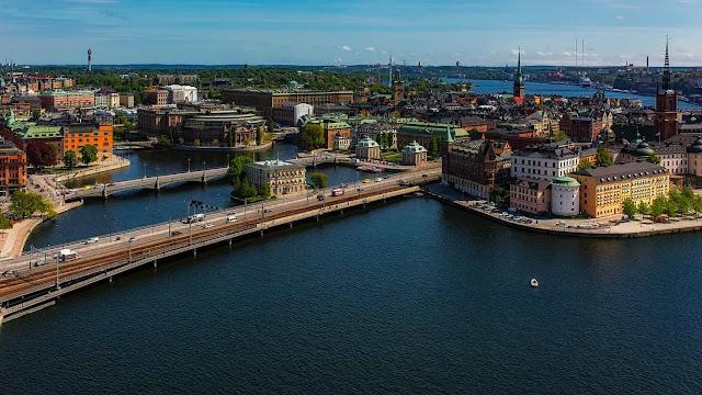 Το ριψοκίνδυνο σουηδικό μοντέλο κόντρα στον κορωναϊό