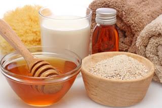 Cách làm mặt nạ từ cám gạo và mật ong là gì?