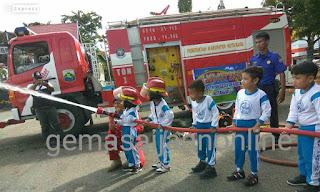 Anak TK Negeri Pembina Kotabaru Jadi Petugas Pemadam Kebakaran