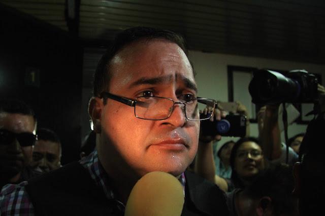 Acalorado y triste como un Porky cualquiera… Javier Duarte, pobrecito ruco rico