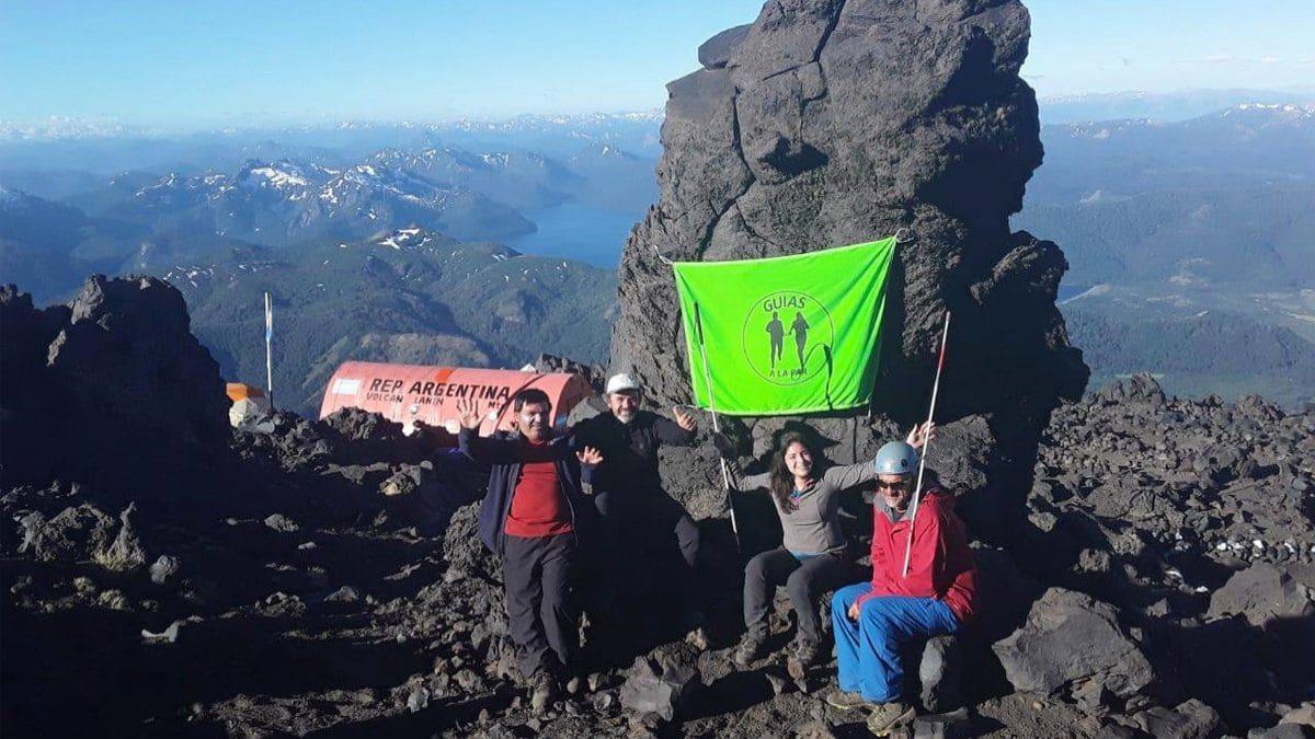Un grupo de personas no videntes realizó un ascenso al volcán Lanín