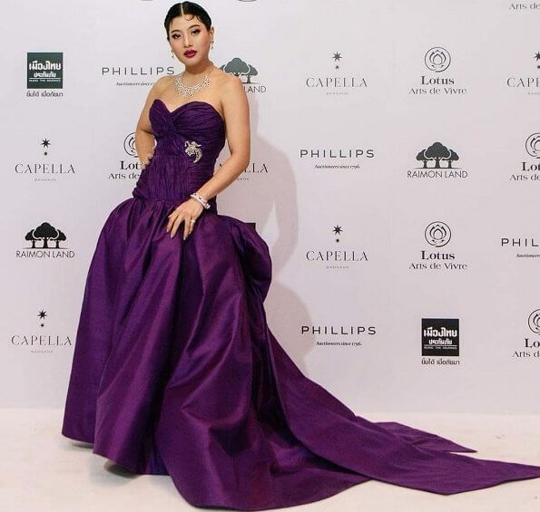 Princess Sirivannavari wore a dark purple Thai silk evening gown designed by herself and which is from her own brand Sirivannavari Bangkok couture