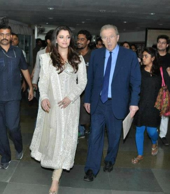 Aishwarya Rai In Designer Salwar Suit 2