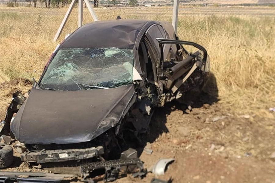 Diyarbakır buğday pazarı yakınlarında otomobil kaza yaptı: 2 yaralı