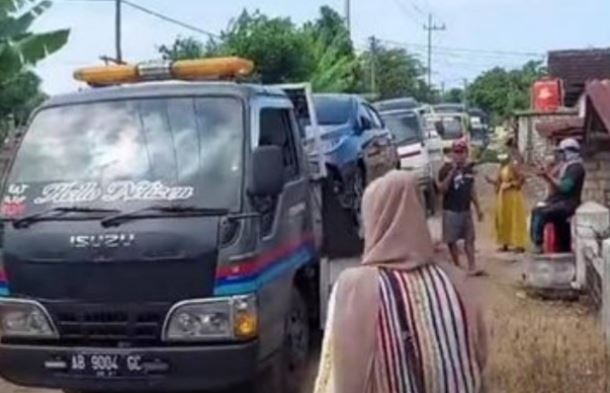 Viral, Usai Dapat Ganti Rugi Pertamina, Warga Sedesa di Tuban Borong Mobil Baru