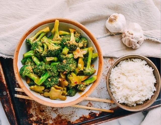 BROCCOLI WITH GARLIC SAUCE #vegetarian #vegan