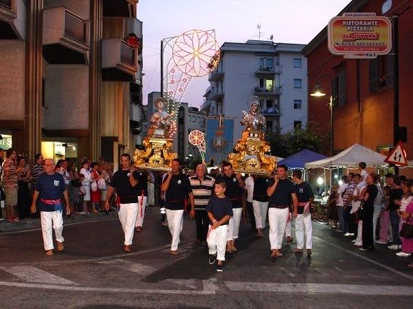 Vico equense on line festa patronale dei santi ciro e for Sud arredi nocera superiore