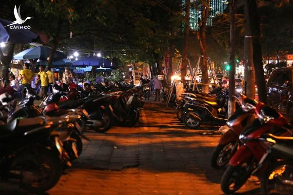 Hàng loạt nhà hàng, quán nhậu… tại Hà Nội vẫn hoạt động bất chấp lệnh cấm
