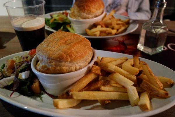 écosse highlands île mull tobermory MacGochans pub pie