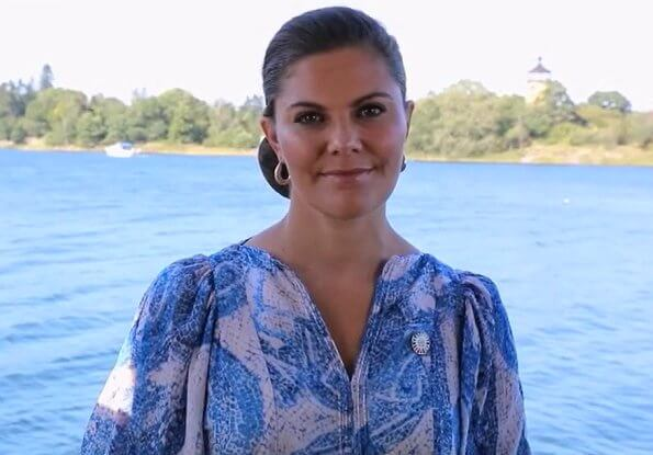 Crown Princess Victoria wore a mosaic patterned silk dress from HM. Crown Princess Victoria wore a gold earrings from Sophie by Sophie