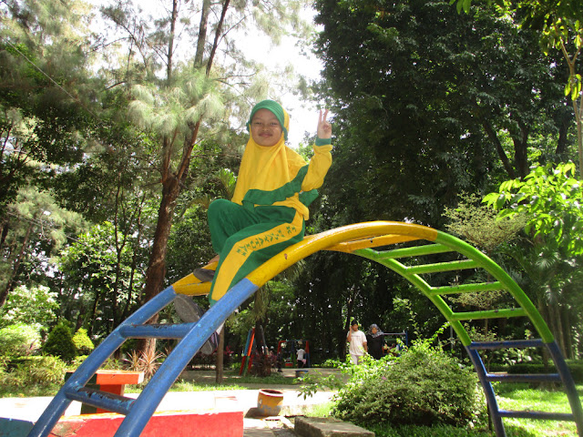 Bermain dan Outbond di Taman Flora Bratang Surabaya
