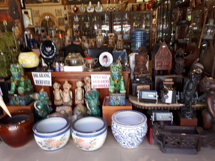 Koleksi Barang Antik Tongaci