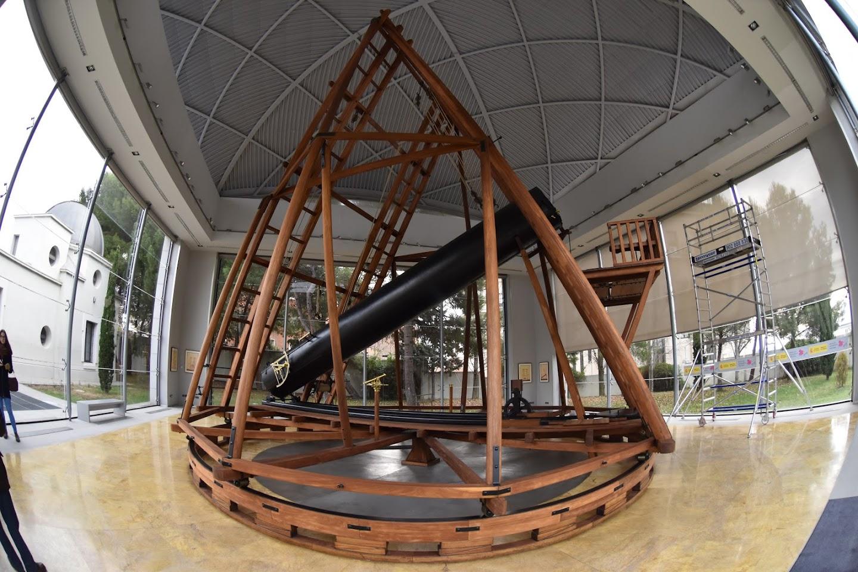 Reproducción del telescopio de Herschel.