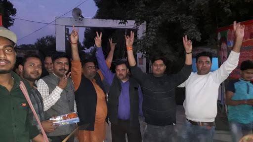बिहार चुनाव जीतने पर भाजपाइयों में जश्न का माहौल
