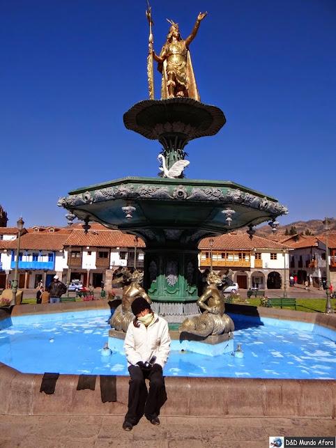 Chafariz com estátua de Pachacuti - Praça das Armas - o que fazer em Cusco, Peru