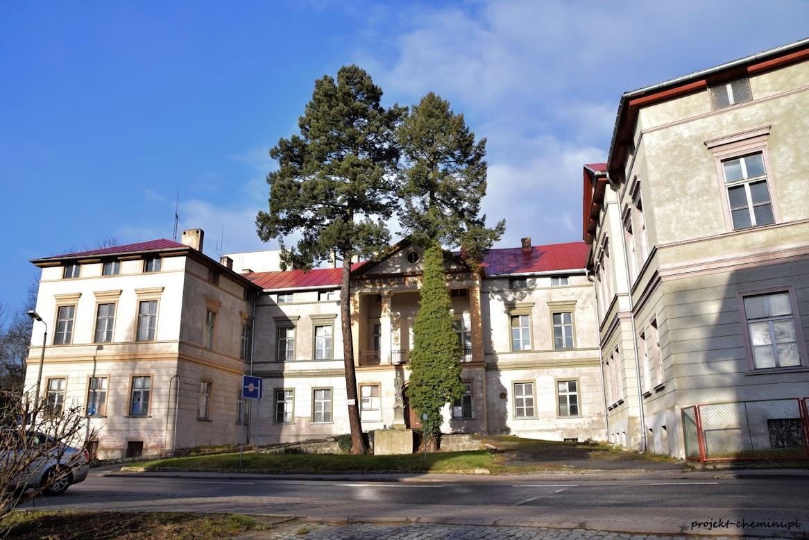 Budynek szpitala św. Jadwigi w Cieplicach- rok 2018. Nieczynny