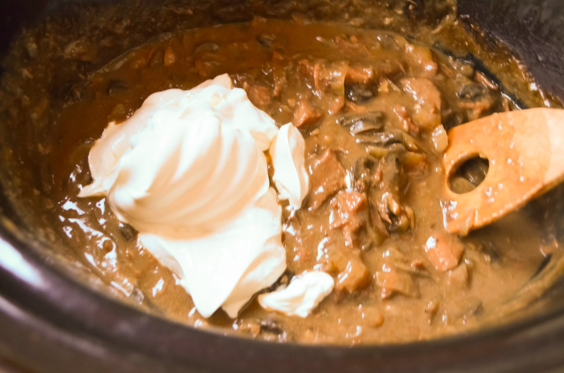 Crock-Pot-Beef-Stroganoff-sour-cream.jpg