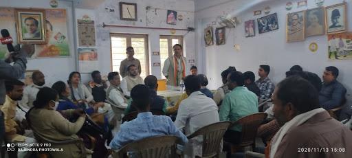 जिला कांग्रेस कार्यालय में जवाहरलाल नेहरू की 131 वी जयंती पर संगोष्ठी का आयोजन