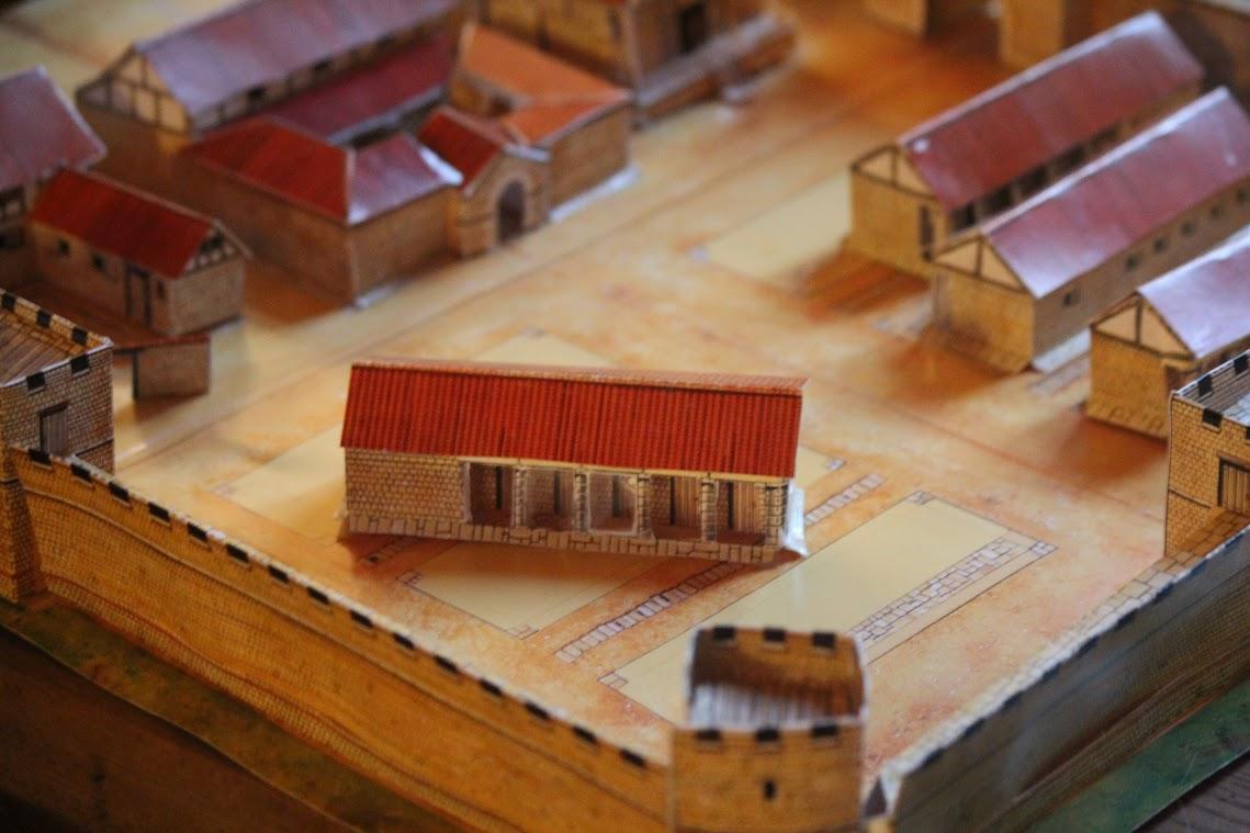 Make a Roman Fort (Usborne)
