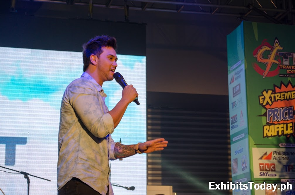 Billy Crawford performs for Smart Communications