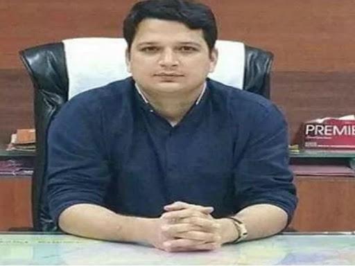 दफ्तर में प्लास्टिक कप के इस्तेमाल पर कलेक्टर ने खुद पर लगाया 5000 रुपए का जुर्माना
