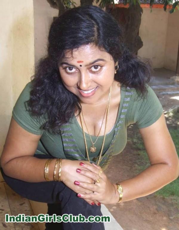 Tamil bhabhi sucking policeman's dick