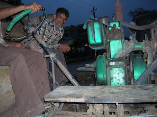 Original camión en Agra, India, vuelta al mundo, round the world, La vuelta al mundo de Asun y Ricardo