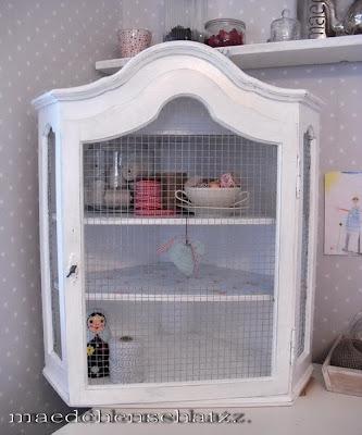 maedchenschatz ein neuer kleiner eckschrank. Black Bedroom Furniture Sets. Home Design Ideas