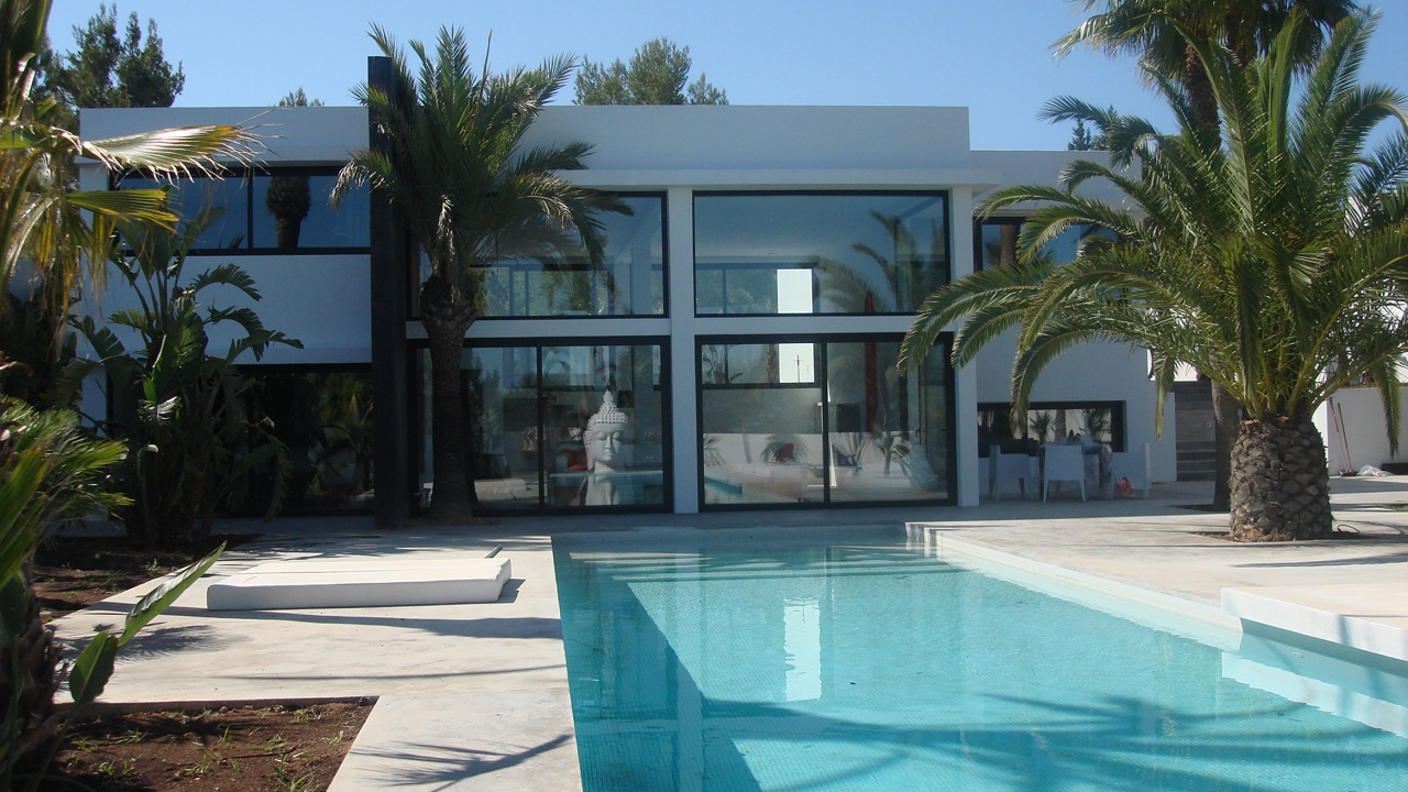 Hogares felices for Casa de lujo minimalista y espectacular con piscina por a cero