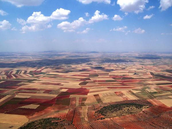 http://bp1.blogger.com/_-Jl-8tgtlrc/R2_x9Cgo0FI/AAAAAAAABfA/5CoBd_fZjj4/S600/Llanura+de+Castilla+La+Mancha.+Los+Yebenes,+Toledo..jpg