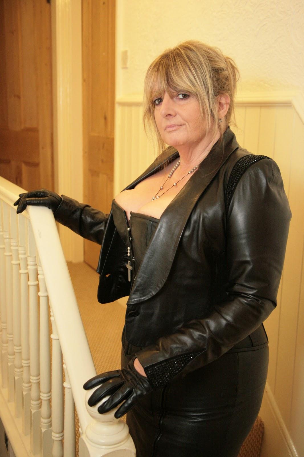 Leather Mistress 77