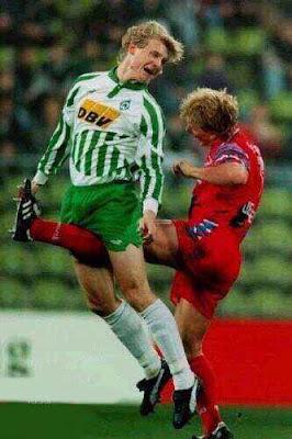 [Imagen: soccer+foul.jpg]