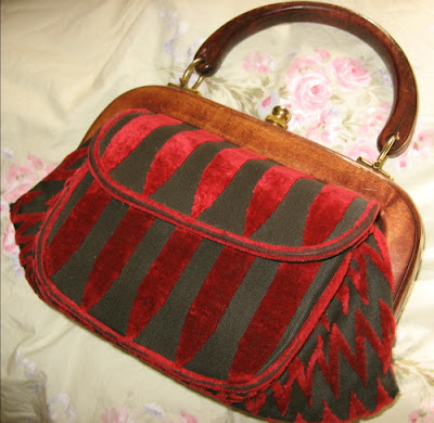 Vintage Purses on It S In The Bag  Thrifting Vintage Purses   The Thrift Shop Romantic