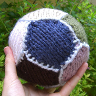 Soccer Ball Knitting Pattern : Rachael Rabbit: Tutorial: Simple Knitted Ball