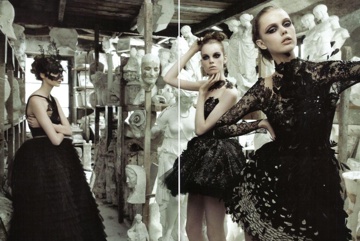 http://1.bp.blogspot.com/_-UV34ImWeCg/TA7uTarPKbI/AAAAAAAAIAI/KIWMDUDJ97I/s1600/valentino+haute+c.+Vogue+Italia+September+2009.jpg