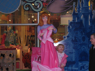 Top Ender with a Princess Aurora statue in Disney Land Paris 2006