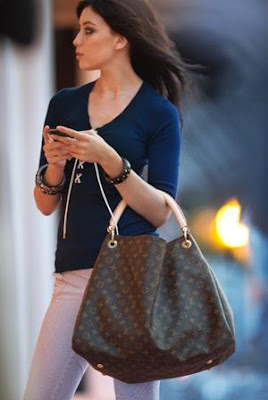 It Bag Louis Vuitton 2010 Monogram Canvas Artsy Bag