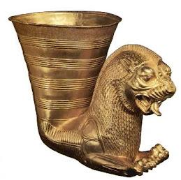 جام شراب طلائی از کارهای هنری ایران باستان