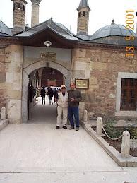من وکرمل هنگام دیدار از آرامگاه شاه درویشان ( مولانا ) در قونیه