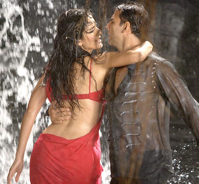 Katrina Kaif Hot Saree In De Dana Dan | www.pixshark.com ...