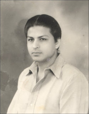 Shahrukh khan's father photo